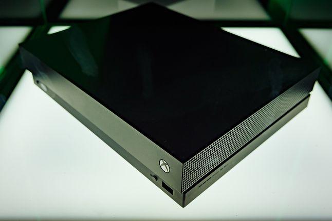 Xbox One X z czytnikiem 4K UHD Blu-ray, fot. dronepicr / CC BY 2.0