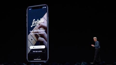 """Apple pozwany za funkcję """"Zaloguj z Apple"""". Ma naruszać patenty"""