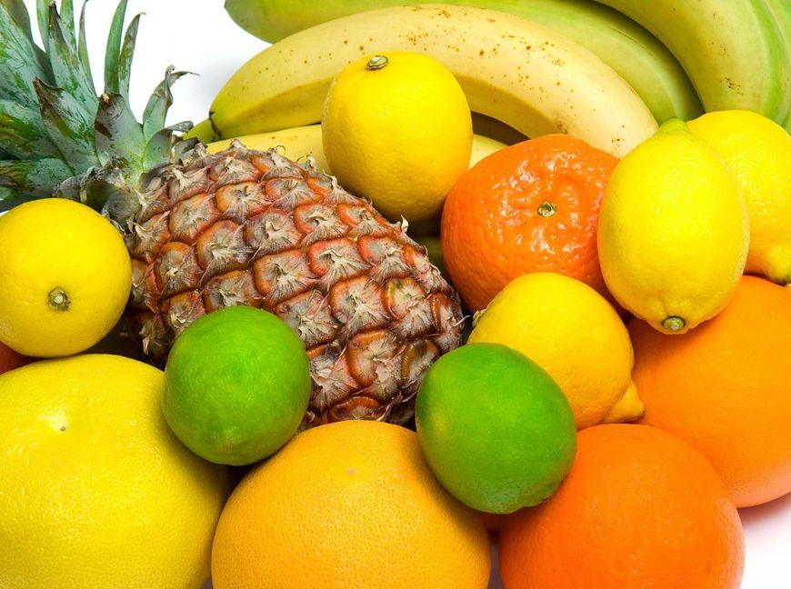 Żółte i pomarańczowe owoce i warzywa
