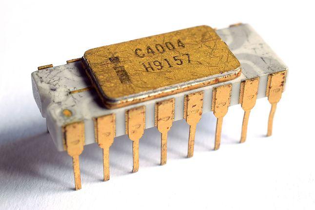 Kultowy Intel 4004 w ceramicznej obudowie DIP