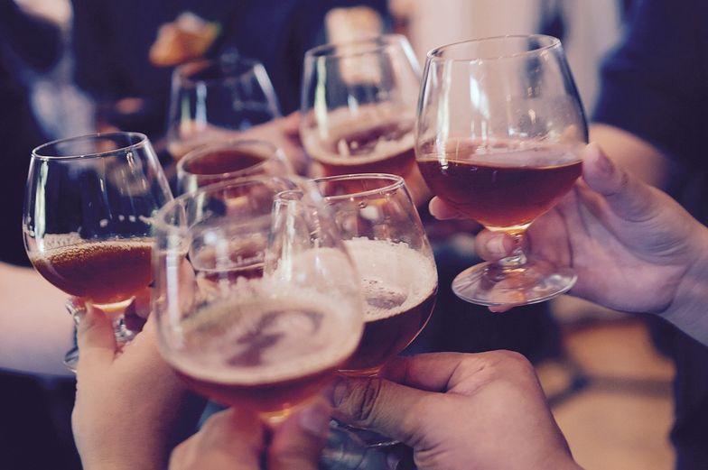 Ile Polacy wydali na alkohol? Kwota za rok 2020 robi wielkie wrażenie