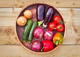 Warzywa i owoce, których nie warto obierać ze skórki