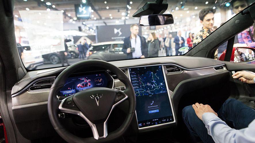Tesla została zhakowana (fot. East News/Adam Jastrzebowski/REPORTER