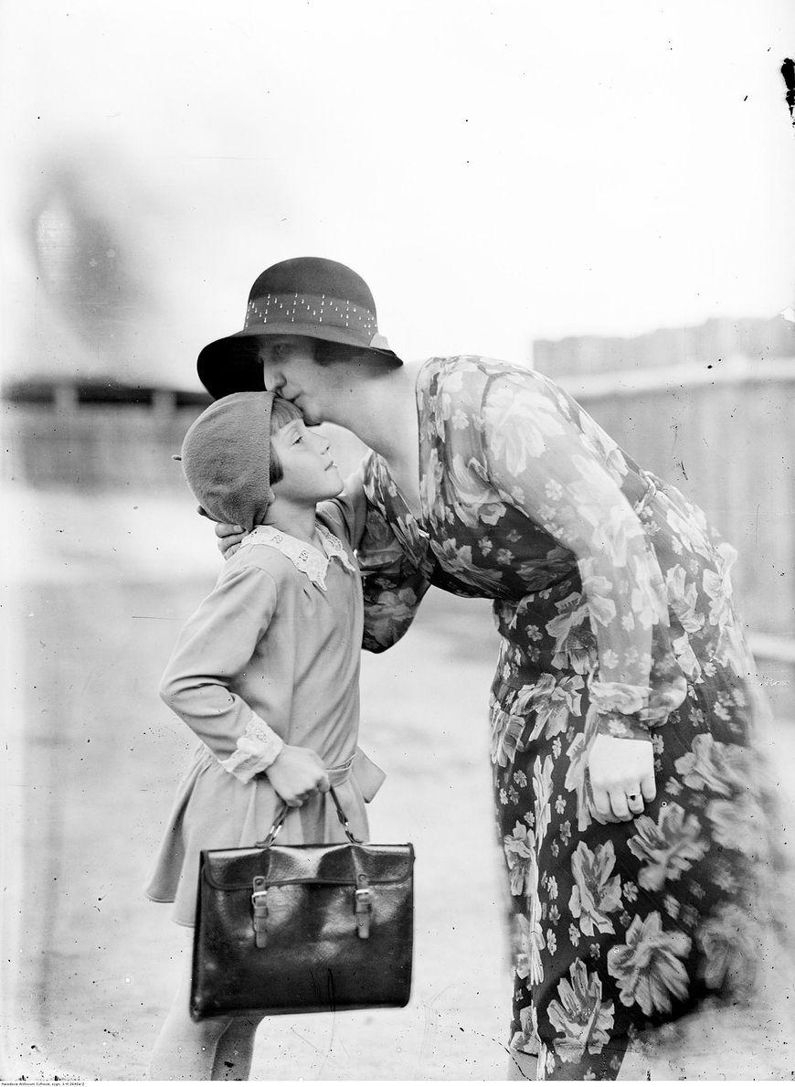 Czuły pocałunek przed pójściem do szkoły