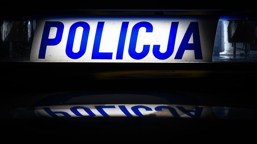 Polska Policja ostrzega przed oszustami, fot. Getty Images