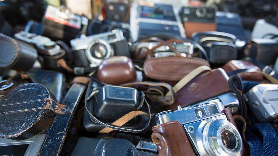 Komu więcej aparatów? Źródło: Depositphotos