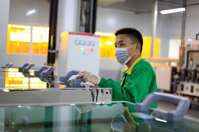 Pracownicy zbierali odrzucone części do iPhone'ów na prośbę tajemniczego biznesmena, fot. Shutterstock.com