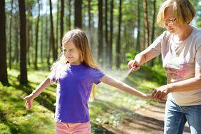 Przed wyprawą na grzyby zabezpiecz się przed kleszczami. Sprawdź, co je odstrasza