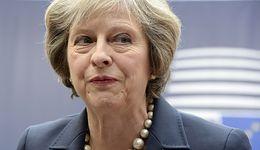 Funt niedowartościowany. Ekonomiści komentują skuteczną obronę premier May