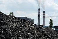 Jedną z przyczyn złej jakości powietrza w Polsce jest niskiej jakości węgiel spalany w domowych kotłach.