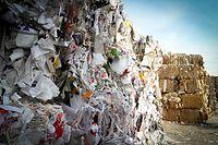 Ewakuacja pracowników w sortowni śmieci (zdj. ilustracyjne).