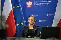 Praca zdalna będzie uregulowana prawnie. Wiceminister rozwoju Olga Semeniuk (na zdjęciu) odsłania karty.