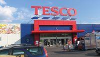 Tesco nie radzi sobie w Polsce. Sieć zamyka sklepy i notuje stratę