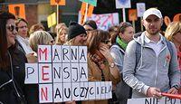 Podwyżki dla nauczycieli. Warszawa wypłaca z własnych funduszy