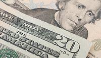 Dolar czeka na ruch Fed. Polityka pieniężna USA zmienia kierunek