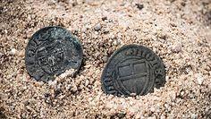 Skarb obok Torunia. Znaleziono 99 monet z czasów krzyżackich