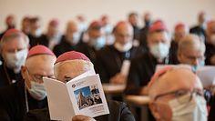 """""""Materiał z płodów w szczepionkach na COVID"""". Jest reakcja na słowa biskupów"""