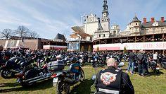 """Tłum na Jasnej Górze. """"Policja musi się słuchać Kościoła"""""""