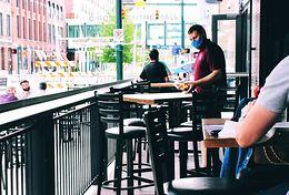 restauracja; kelner; maseczka