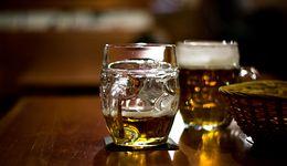 Piwo za mocno zalewa Polaków? Producenci bronią się i mówią o ataku na ich interesy