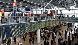 Koronawirus z Chin. Lotniska w Polsce wprowadzają dodatkowe środki bezpieczeństwa