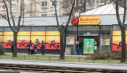 News money.pl: Biedronka nagrodzi pracowników, daje 2300 zł