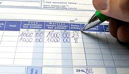 Księgowość domowa czy biuro rachunkowe? To jedno z najtrudniejszych pytań w małej firmie