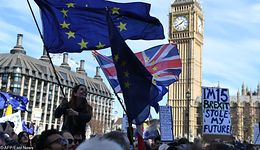 Brexit martwi inwestorów coraz bardziej. Kurs funta zalicza spory spadek