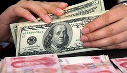 Kursy walut. Rośnie ryzyko i presja na złotego