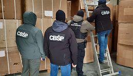 KAS i CBŚP przejęły warty 31 mln zł nielegalny tytoń. Do jego transportu potrzeba było sześciu tirów