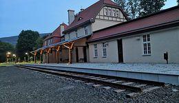 """""""Piękny dworzec, tylko pociągów nie ma"""". Ekspert zaskoczony, miasto tłumaczy"""
