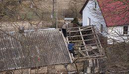 Azbest szkodliwy, ale ma się dobrze. Polska nie umie się go pozbyć