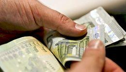 Euro w Polsce. Unijny urzędnik przekonuje: koszty nieobecności Polski w strefie euro będą rosnąć