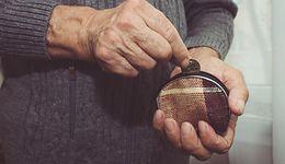 Tylko co dziesi?ty Polak wierzy w godziw? emerytur? z ZUS. Wi?kszo?? wie, ?e staro?? b?dzie biedna