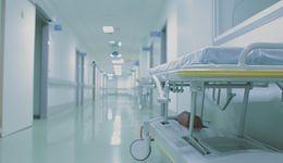 """""""Money. To się liczy"""". NIK – szpitale toną w długach, kolejki rosną"""