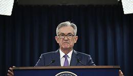 Kursy walut. Protokół Fed bez wpływu na nastroje, rynek czeka na prezesa