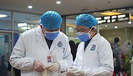 """Chiński koronawirus. Ekspert: """"jego zdolność do przenoszenia się jest coraz silniejsza"""""""