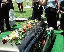 Pieniądze zgromadzone przez zmarłego członka rodziny mogą pomóc przy pogrzebie. RF tłumaczy