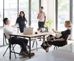 """""""Praca zdalna ma być dla ludzi benefitem"""" – mówi Jakub Roskosz, laureat listy Forbes """"30 under 30"""". Jak poradzić sobie w zarządzaniu biznesem, który swoją siedzibę ma na kanapie w salonie?"""