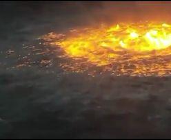Pożar na powierzchni oceanu. Pękł rurociąg