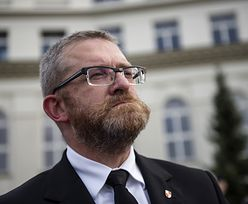 Grzegorz Braun nie wpisuje wypłaty z Sejmu w oświadczenia majątkowe. Nie wie, że trzeba?
