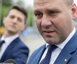 """Pieniądze dla Polski wstrzymane. Jeszcze poczekamy. """"W kolejce bliżej końca"""""""