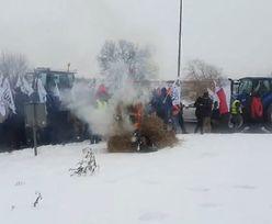 Rolnicy znowu wyszli na ulice. Blokada ronda w Strykowie