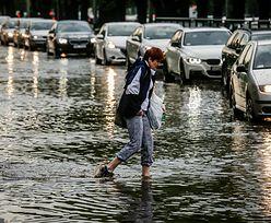"""Błyskawiczne powodzie miejskie kosztują nas miliardy. """"Do garażu wali woda z całego osiedla"""""""
