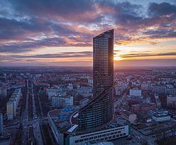 Sky Tower budowany przez Leszka Czarneckiego idzie na sprzedaż. Historia od kryzysu do kryzysu