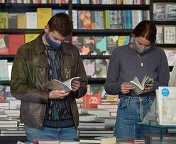 Długi księgarń maleją. Polacy zaczęli czytać