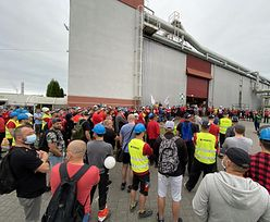 Strajk w fabryce Paroc trwa nadal. Na miejscu pojawili się politycy Lewicy