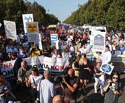 """Protest medyków w Warszawie. Przed kancelarią premiera stanęło """"białe miasteczko"""". Czego żądają?"""