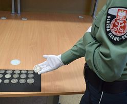 KAS przechwyciła 16 srebrnych monet. Numizmaty pochodzą z czasów carskich