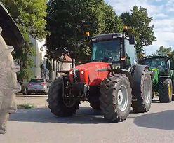 """Agrounia protestuje. Jej zwolennicy blokują ważną trasę. """"Wara od rolników"""""""